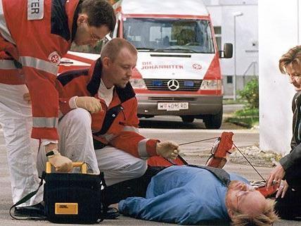 Aufmerksame Passanten reagierten rasch und retteten einem Mann in Währing das Leben