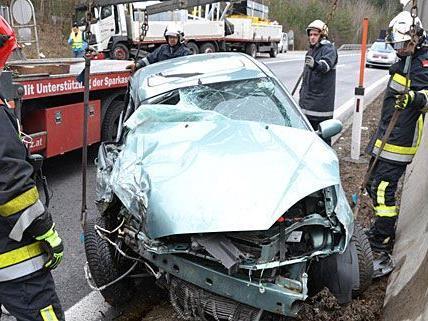 Beim ersten der zwei Unfälle auf der S6 prallte ein Pkw gegen einen Lkw