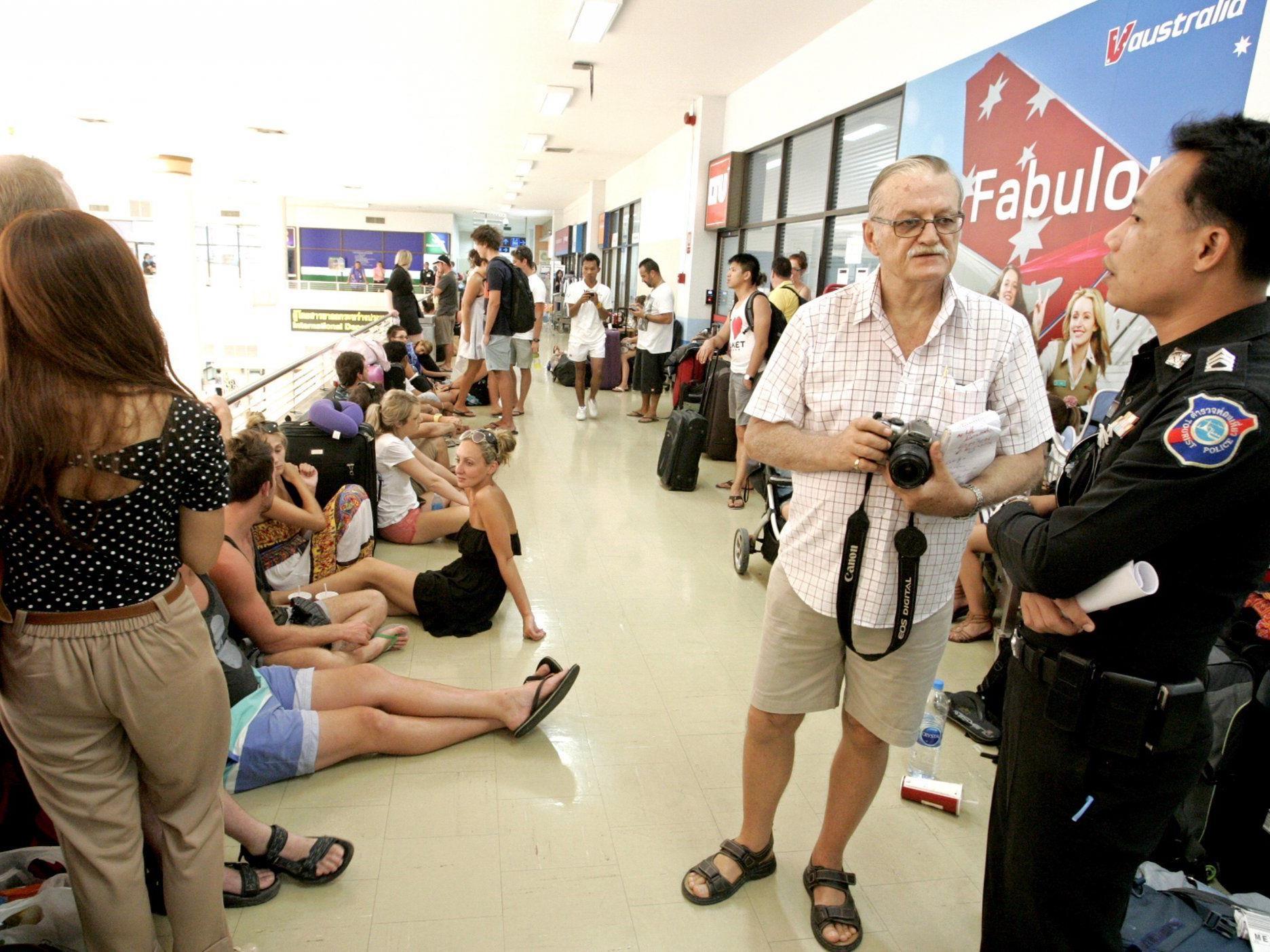 Air-Australia Passagiere sitzen fest.