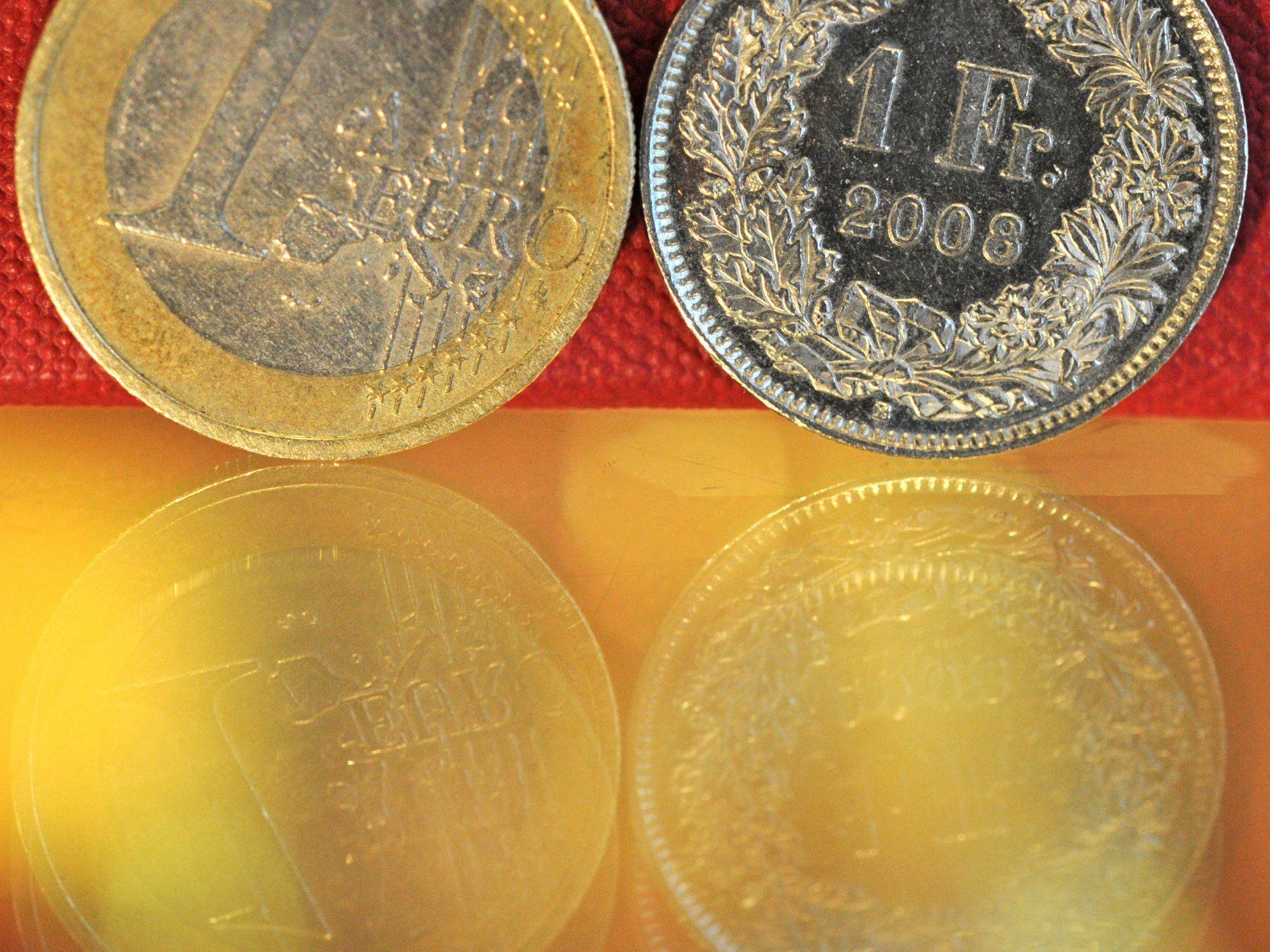 Schweizer kaufen vermehrt in Österreich ein.