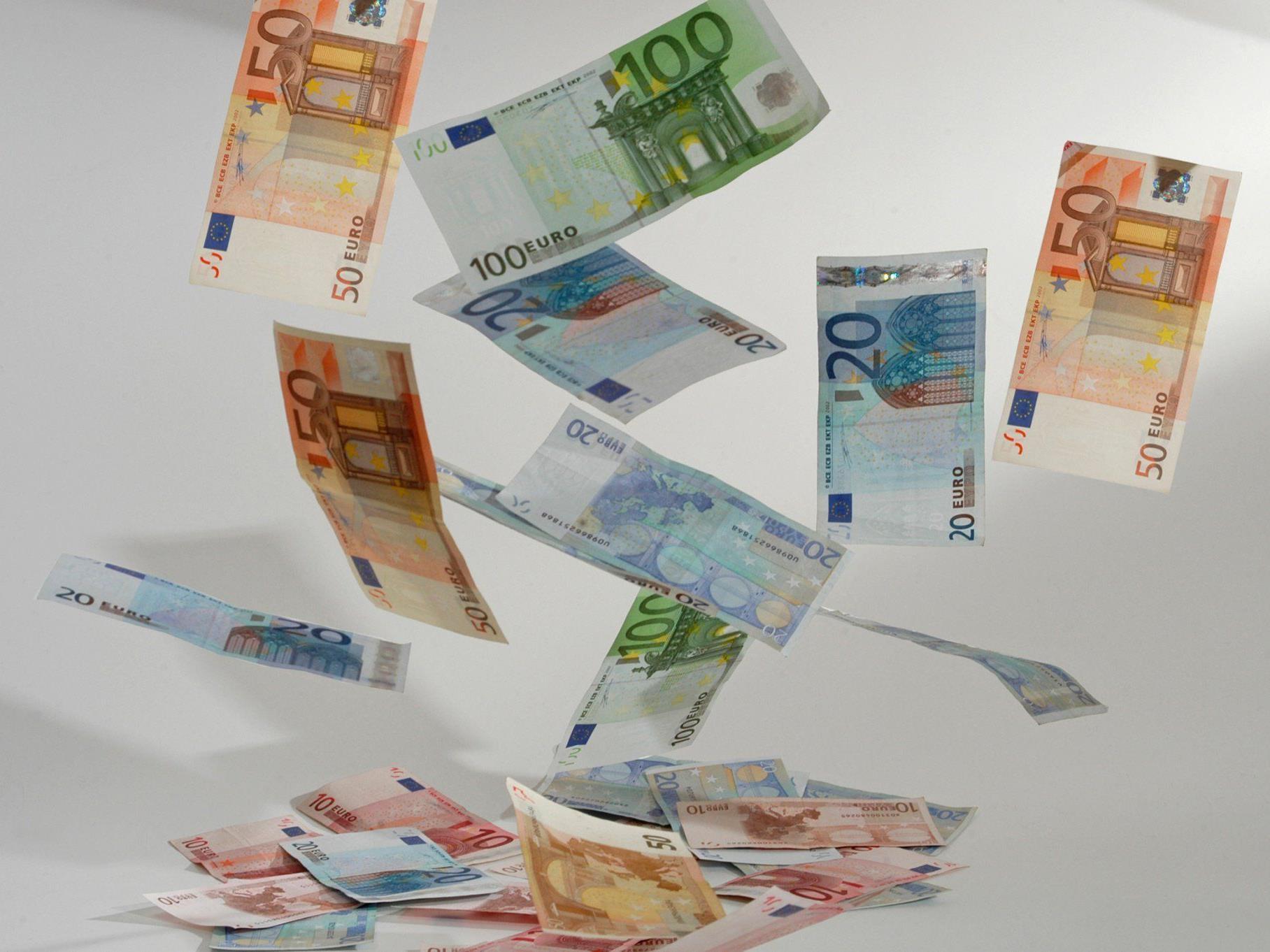 Zwölf Kreditinstitute unter Verdacht
