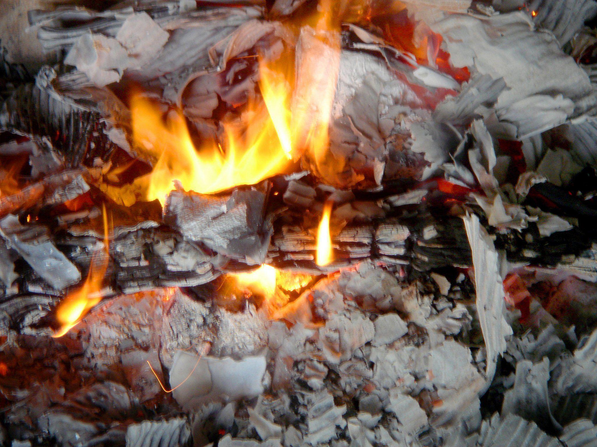 Die Buben hatten im Obergeschoß mit brennenden Briefkuverts hantiert, es entstanden 30.000 Euro Schaden.