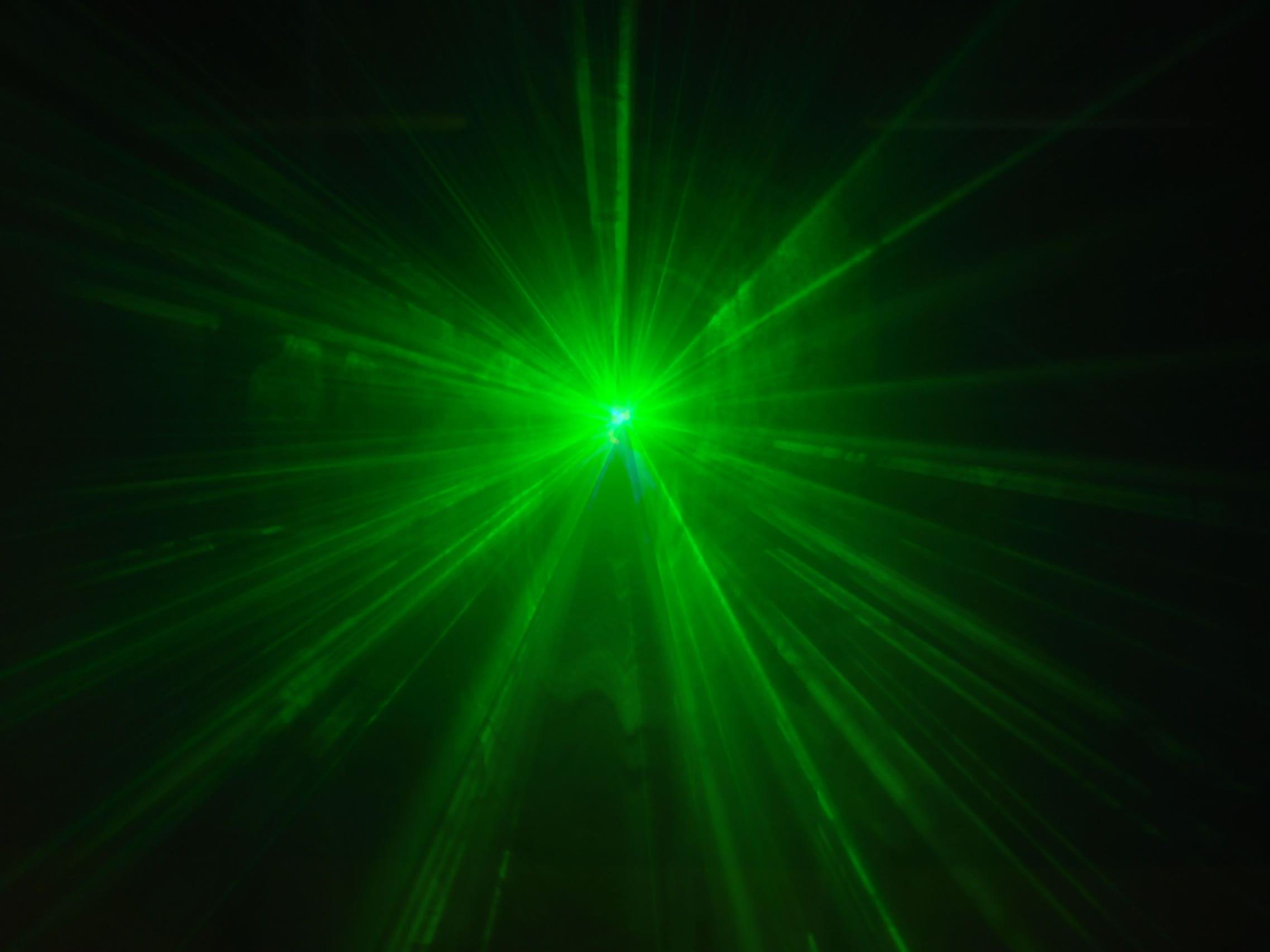 Lebendiges erzeugt Laserstrahl - Eiweiß GFP entscheidend