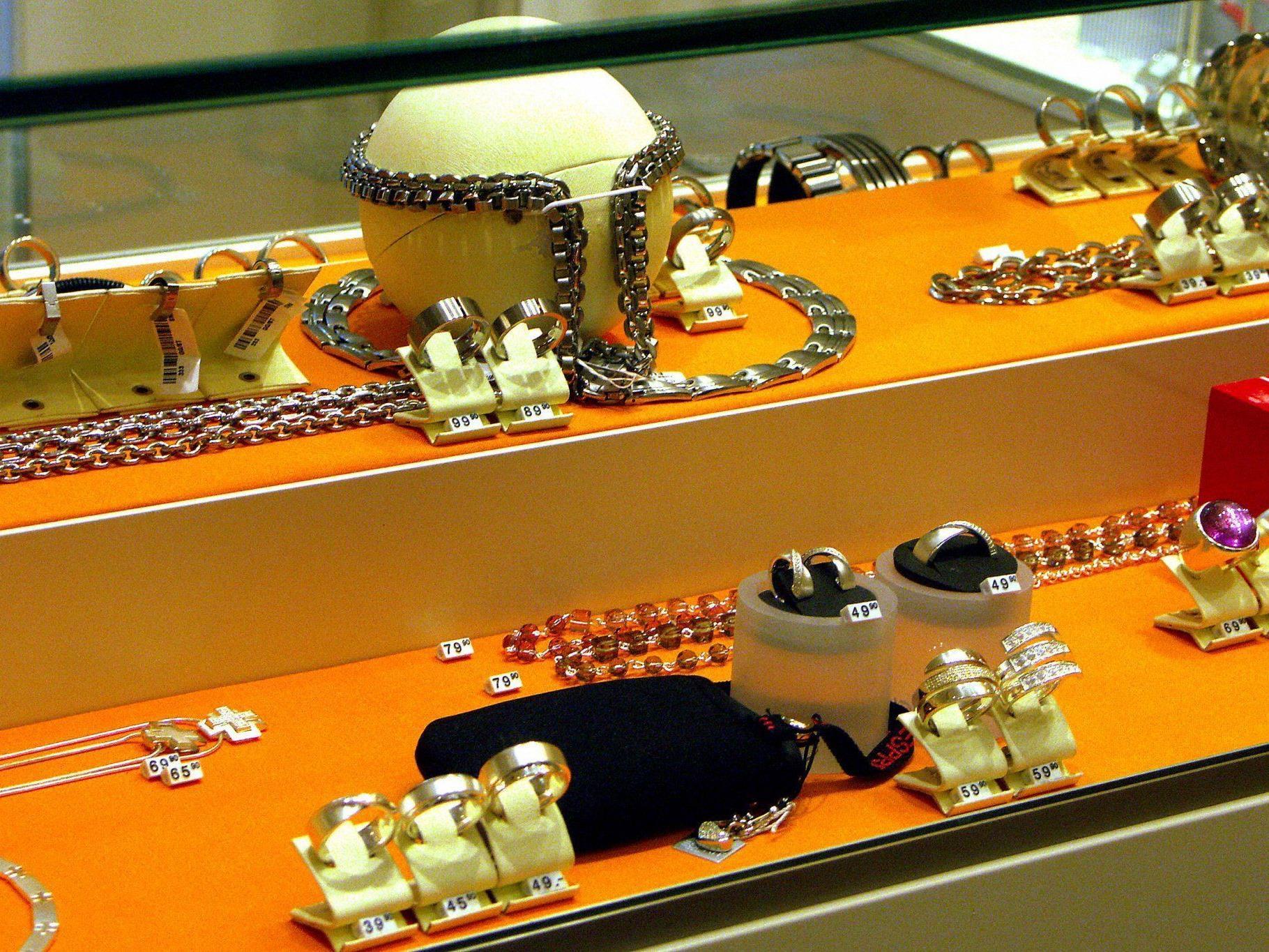 Juwelenraub mit Elektroschocker und Pfefferspray