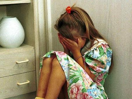 Ein 21-Jähriger hatte jahrelang seine kleine Schwester missbraucht. Nun wurde er zu einer Bewährungsstrafe verurteilt.