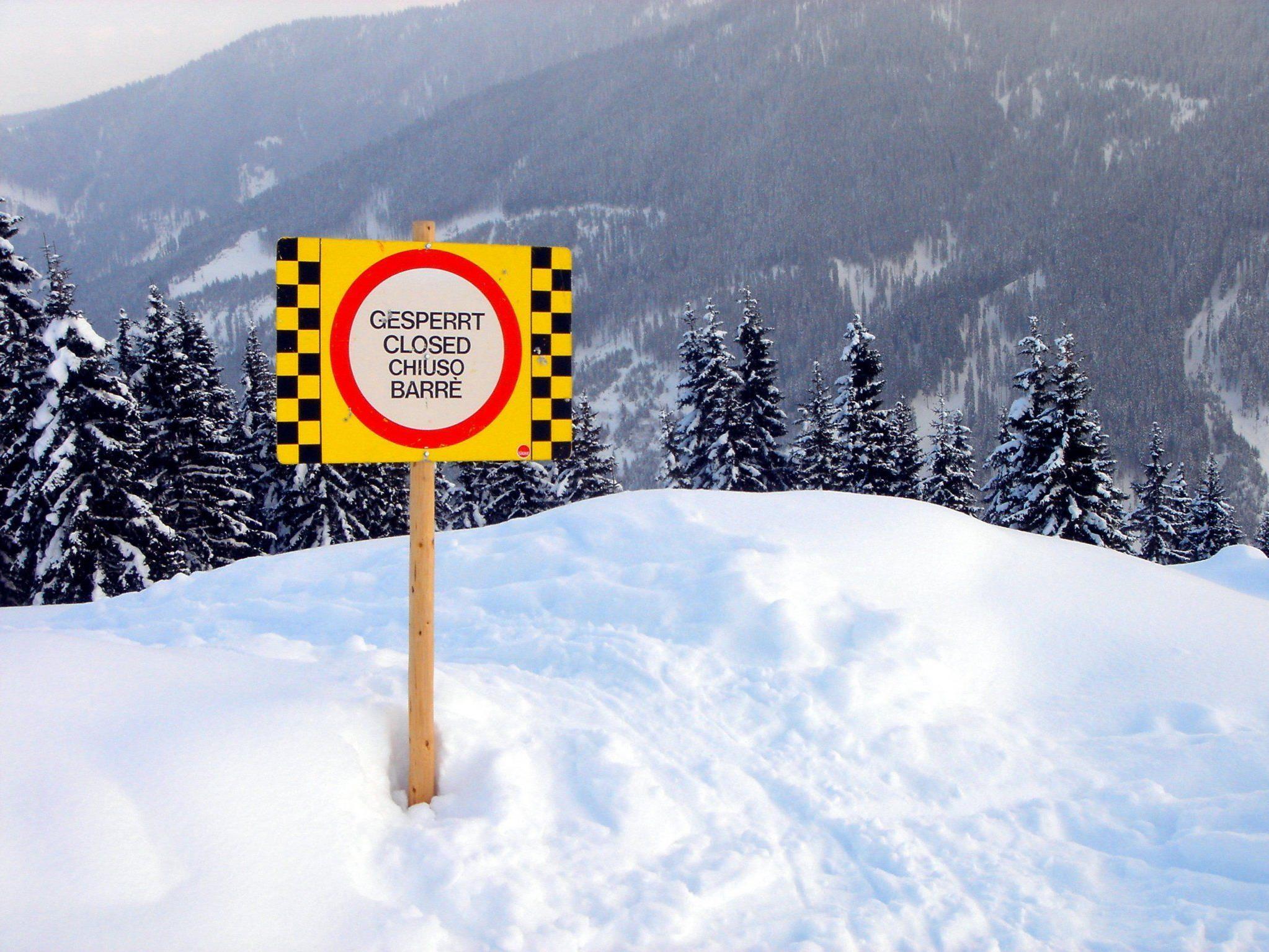 Bei dem Lawinenunglück im Tirol kam eine Person ums Leben.