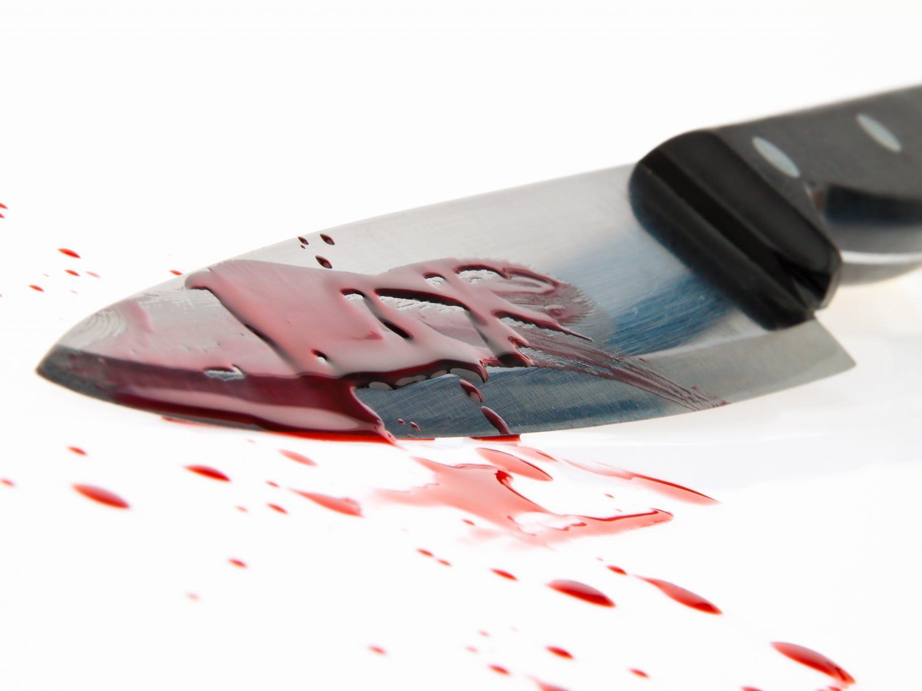 Nicht bemerkt hatte das Opfer jenes Messer, das in seiner Brust steckte