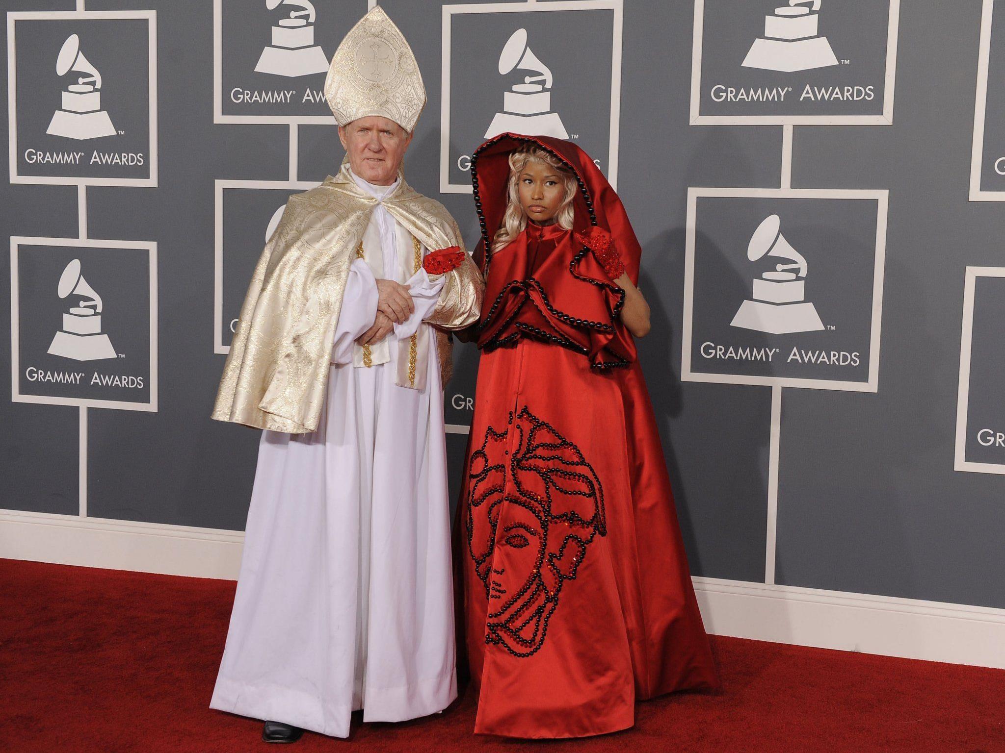 Nicki MInajs Nonnen-Auftritt wird kontrovers diskutiert.