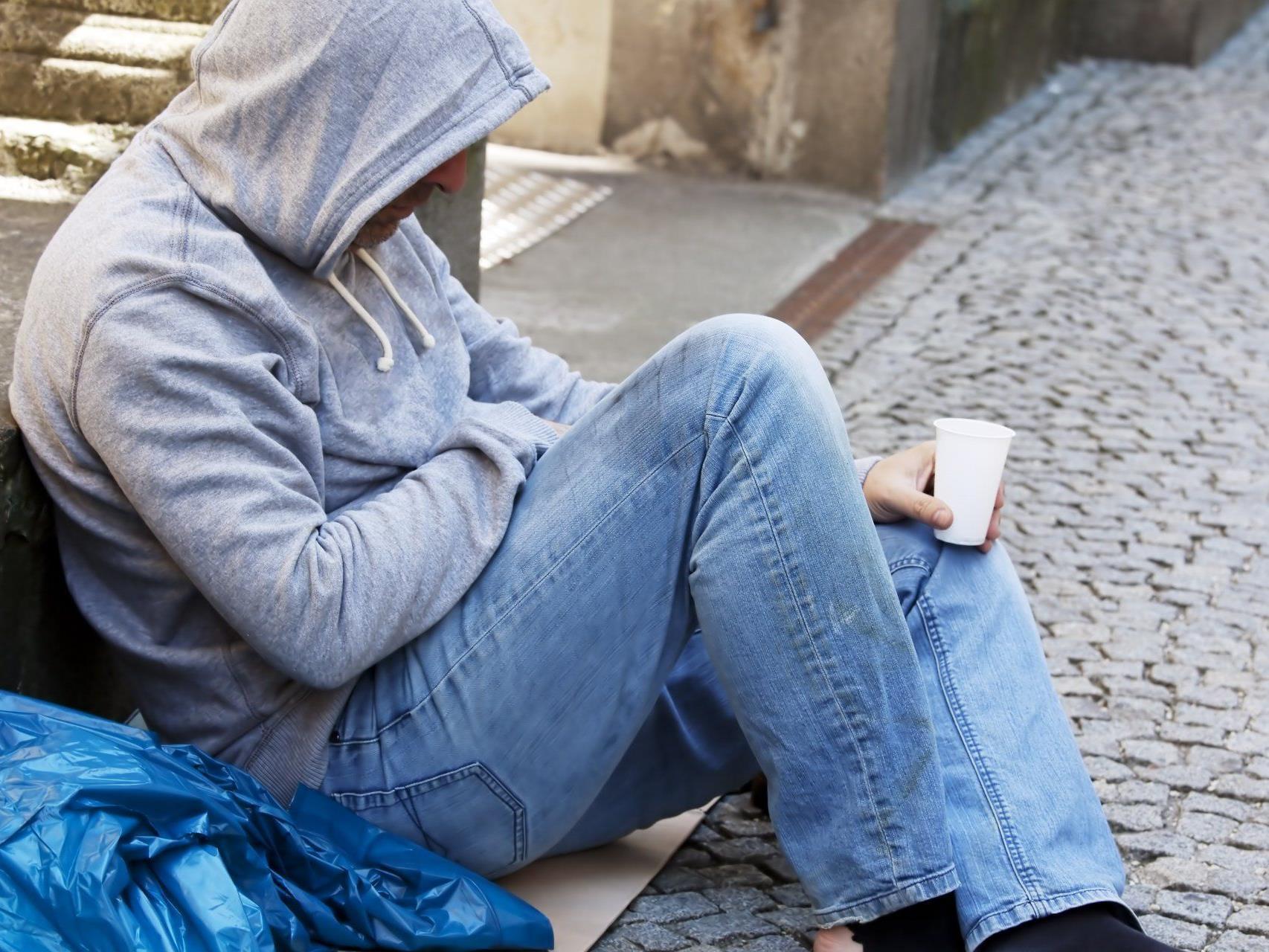 Ein Obdachloser soll in Wien-Simmering bei einem Brand ums Lebens gekommen sein.