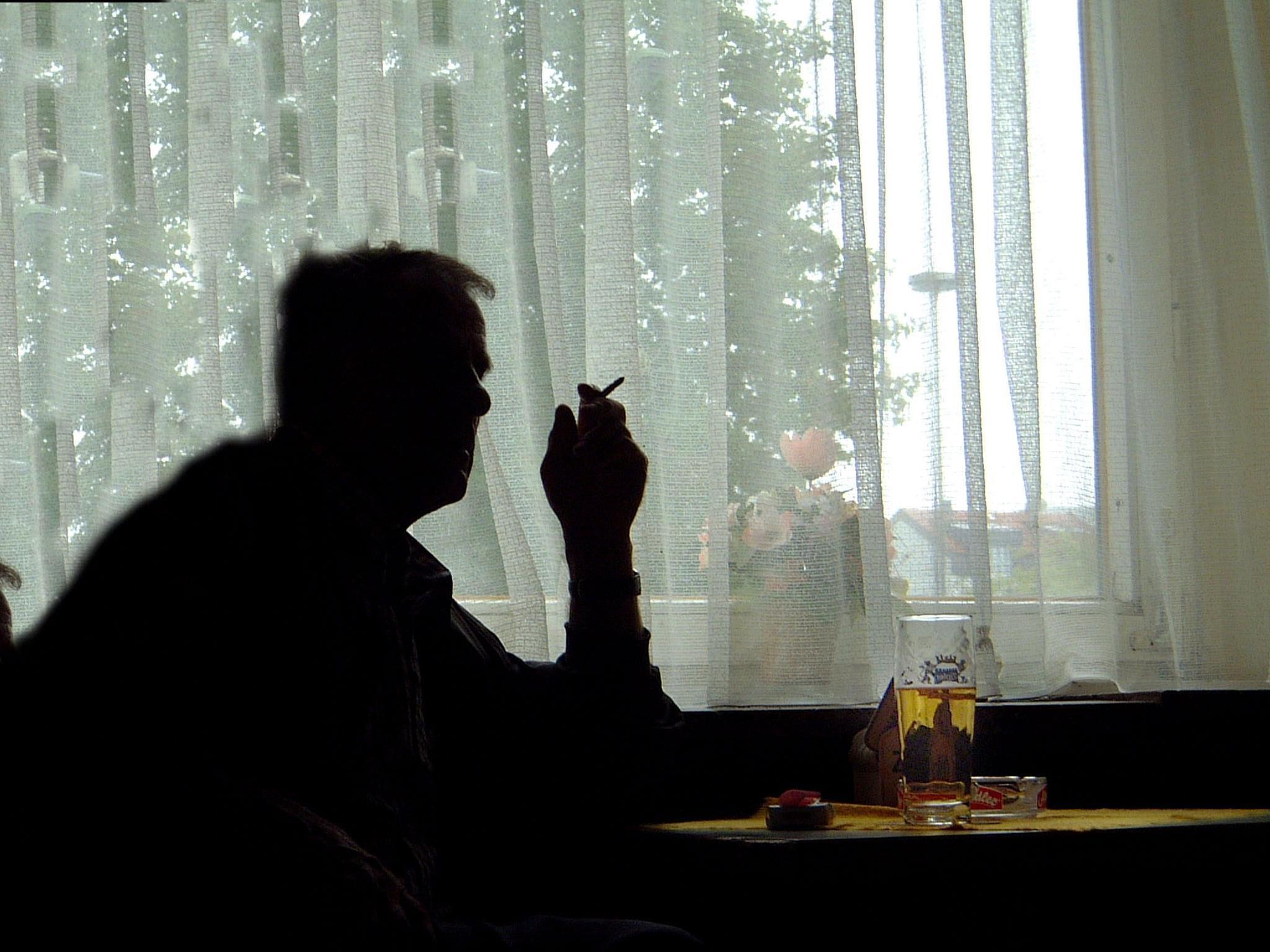 Studie: Rauchende Männer bauen schneller ab.