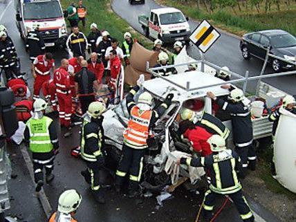 Der Unfall auf der Südost-Tangente forderte Schwerverletze.