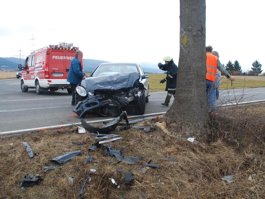 Zwei Verletzte forderte dieser Crash in Ternitz