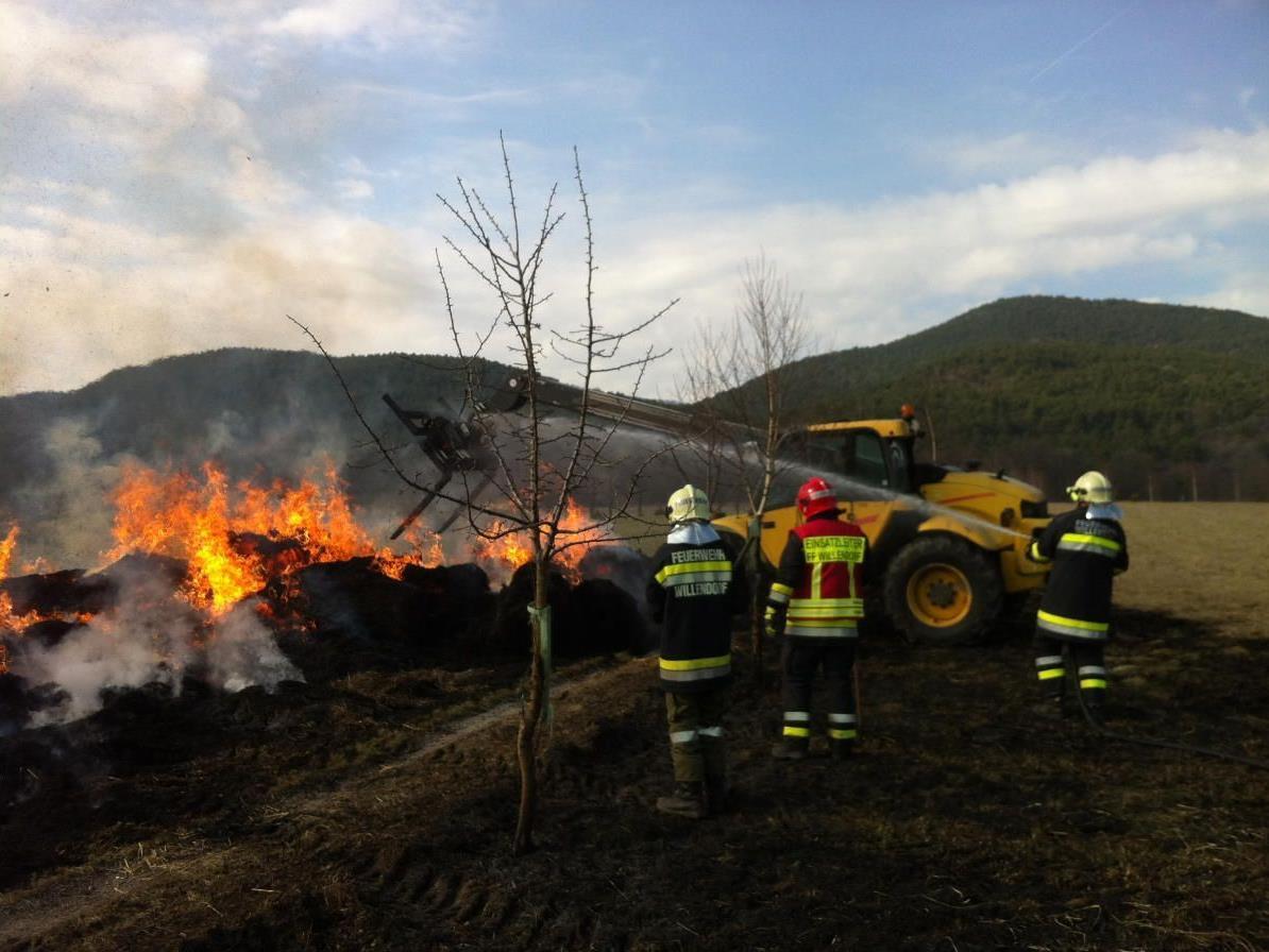 Heuballen gerieten in Willendorf in Brand