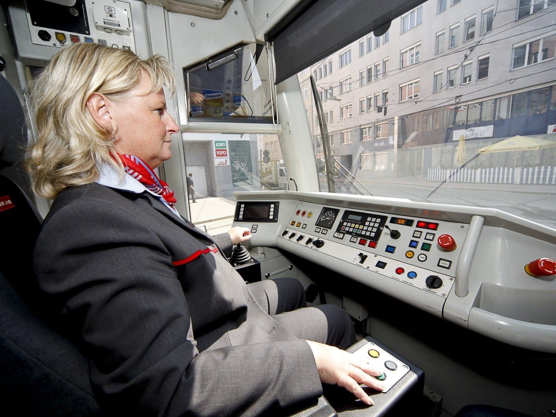 Eine der vielen Bim-Fahrerinnen der Wiener Linien