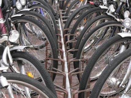 Fahrradsuchende werden beim Flohmarkt im WUK sicher fündig.