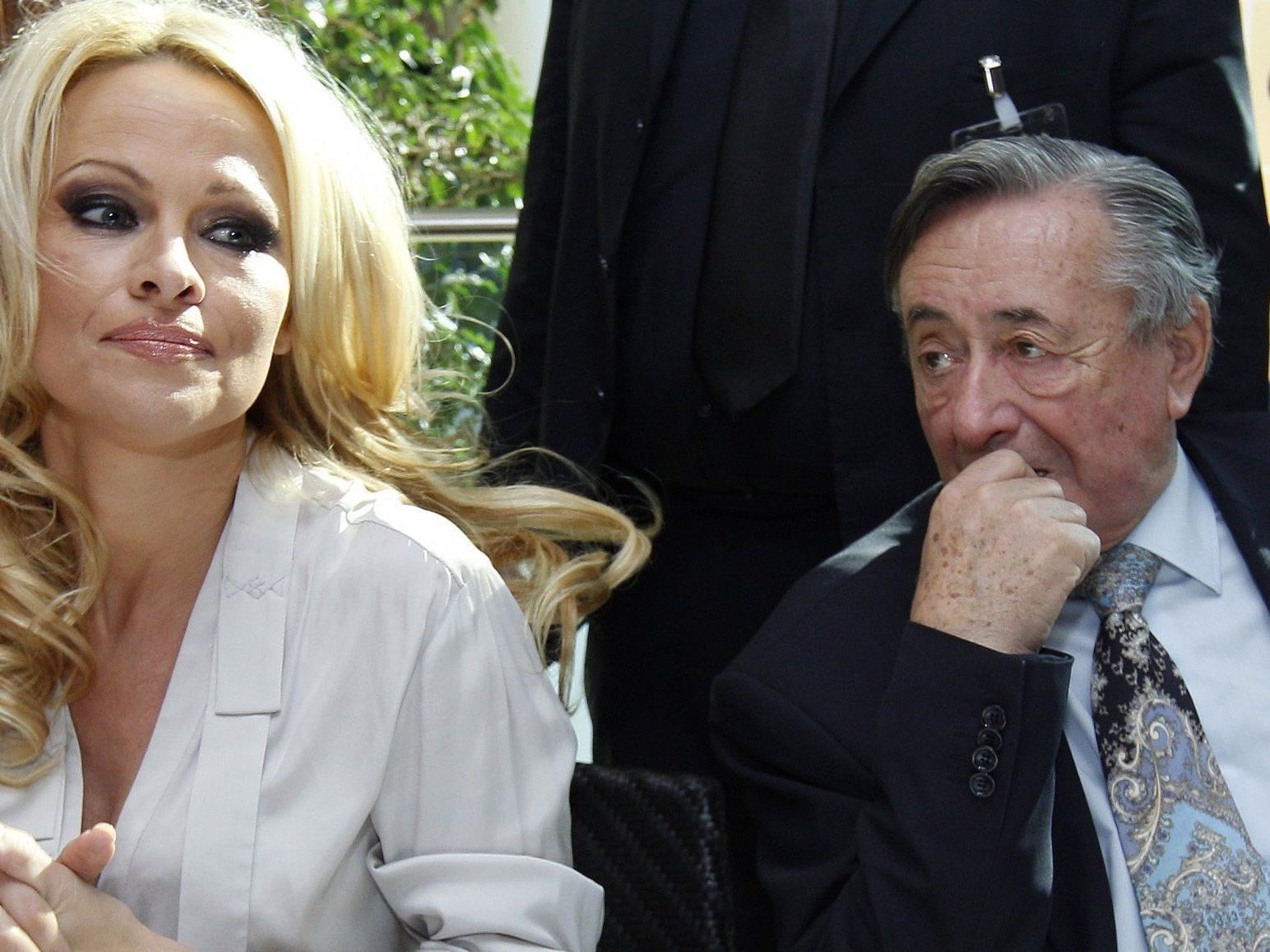 Pamela Anderson zeigte sich wortkarg in der Lugner City.