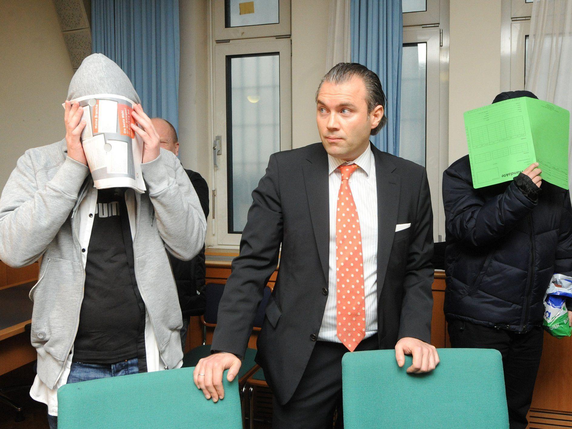 Die Angeklagten im Heckenschützen-Prozess legten am Freitag Geständnisse ab.