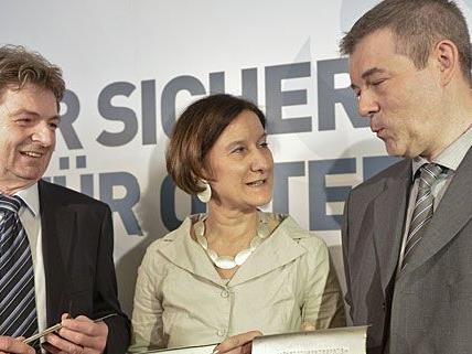 Innenministerin Johanna Mikl Leitner berichtete bei einer Pressekonferenz in Wien Details zum Autodieb