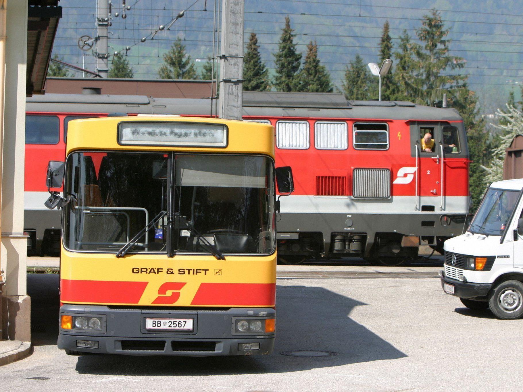 Bus, Bahn, Schnellbahn und Wiener Öffis sollen alle billiger werden.
