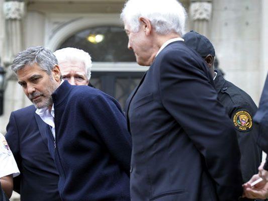 Bitterer Ernst: George Clooney kam sein Engagement zu stehen.