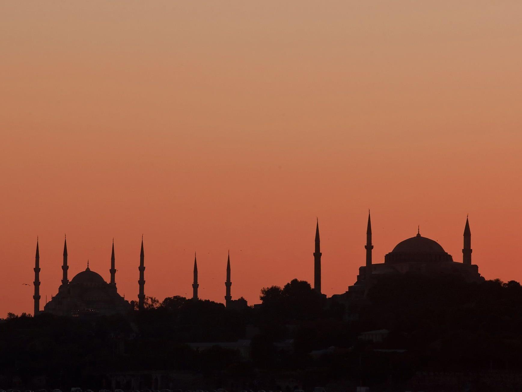 Bei der Explosion, die sich in der türkischen Hauptstadt Istanbul ereignete, wurden zehn Menschen verletzt.