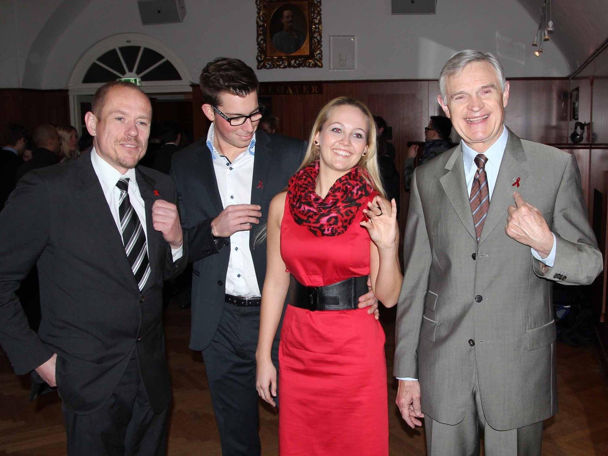 Life Ball-Organisator Gery Keszler und Thomas Schäfer-Elmayer mit dem ersten Debütanten-Paar.