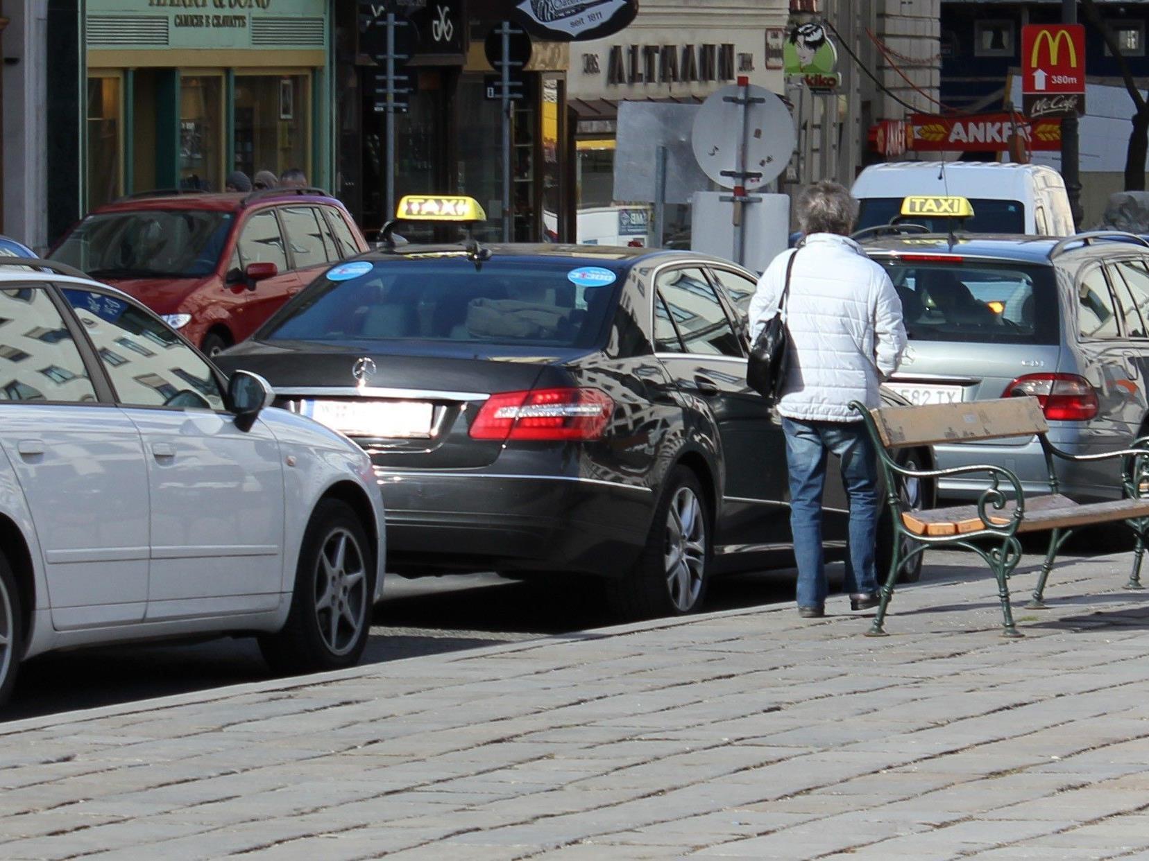 Eine Taxilenkerin wurde in einer Garage in Erdberg gefesselt und überfallen.