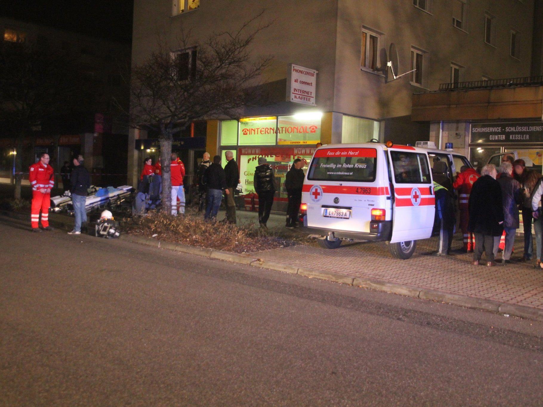 insgesamt mussten 90 Menschen aus dem Wohnhaus evakuiert werden.