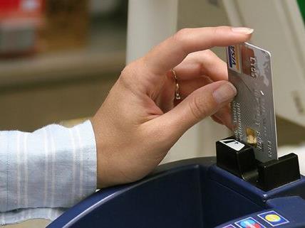 """Der mutmaßliche Kreditkartendieb wurde nach seinem """"Shopping-Trip"""" mit fremden Karten festgenommen"""