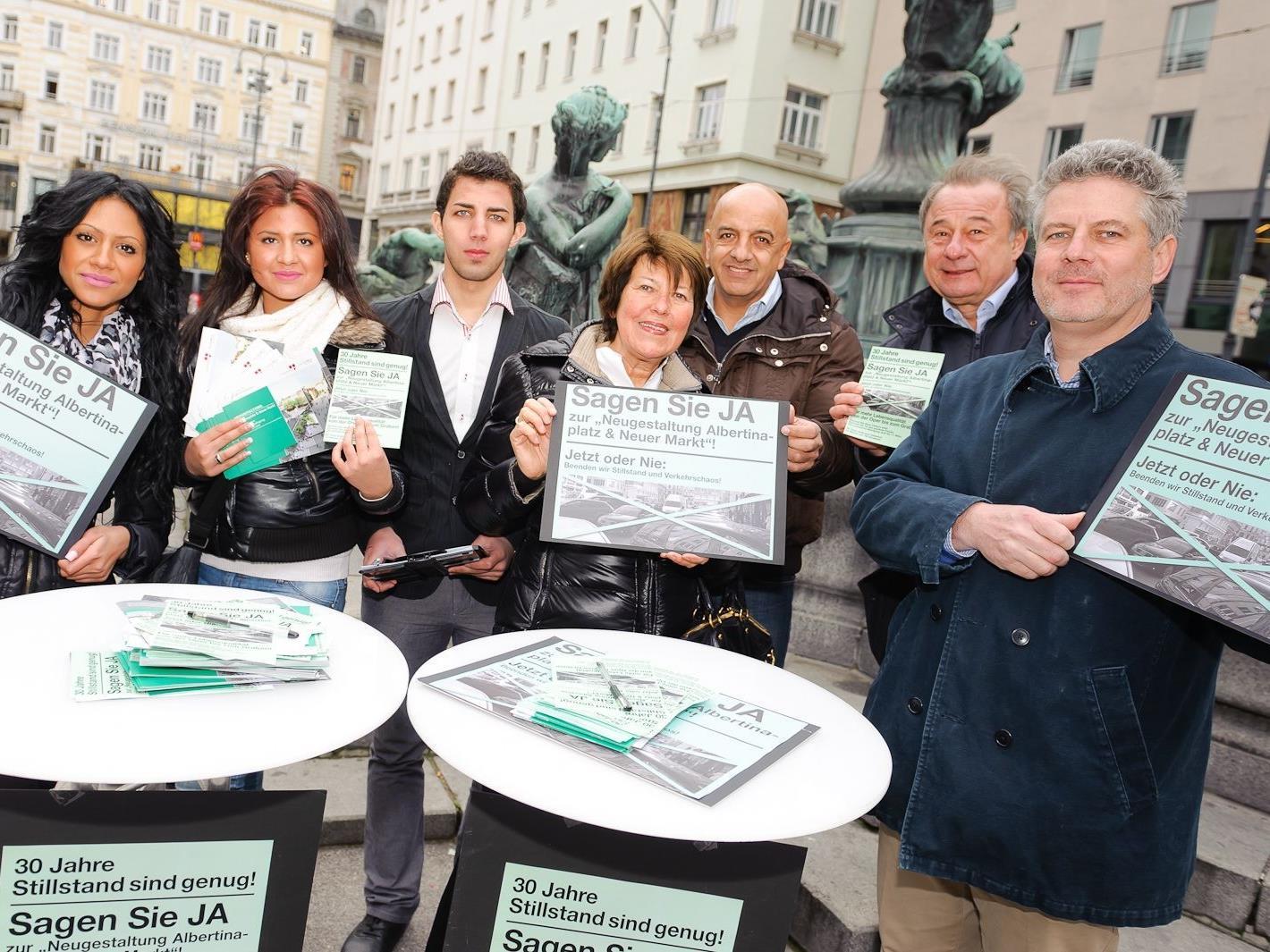 Unübersehbar die Veranstaltung der Tiefgaragenbefürworter um Anwalt Hoffmann-Ostenhof
