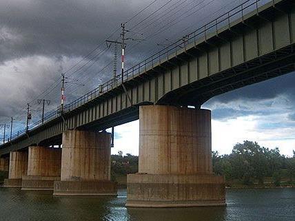 Der Vorfall geschah auf der Ostbahnbrücke nahe der Schwimminsel auf der Donauinsel