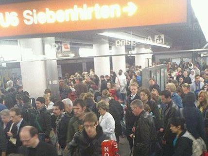 Dieses Bild bot sich Mittwochfrüh den Fahrgästen der Linie U6