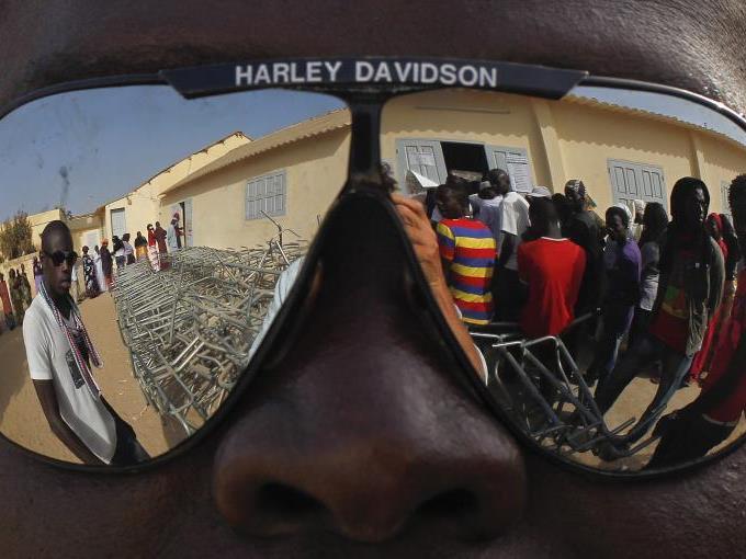 Während die Elite Afrikas größtenteils in Saus und Braus lebt, herrscht auf den Straßen das Elend.