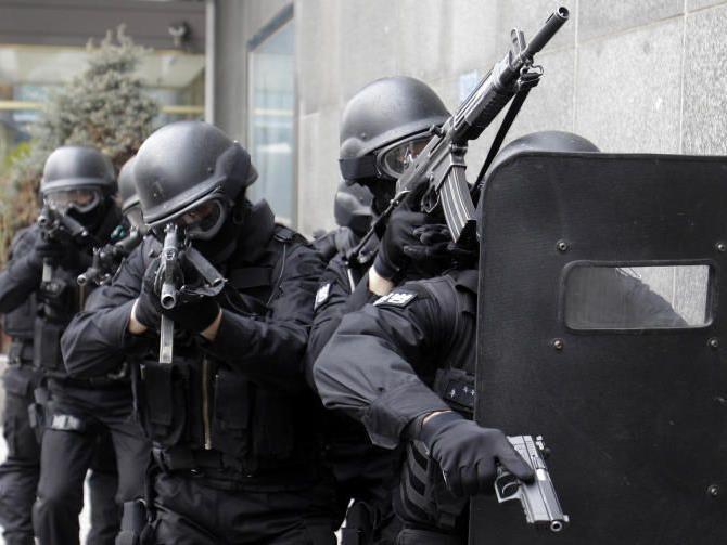 """Verdächtige """"natürlich von den europäischen Geheimdiensten überwacht"""", so de Kerchove"""