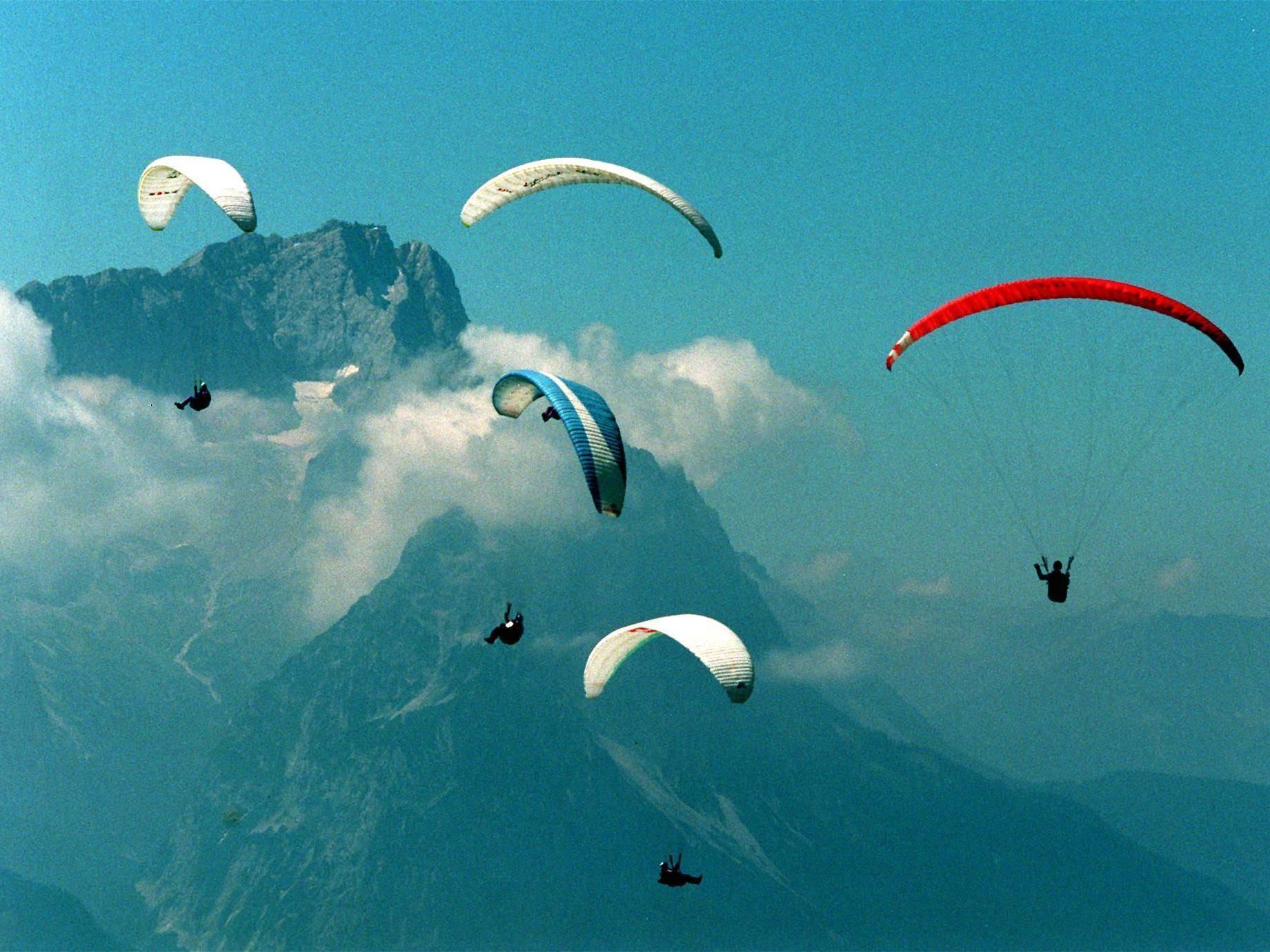 Als ältester Mensch aller Zeiten absolvierte eine US-Amerikanerin einen Paragliding-Tandemflug.