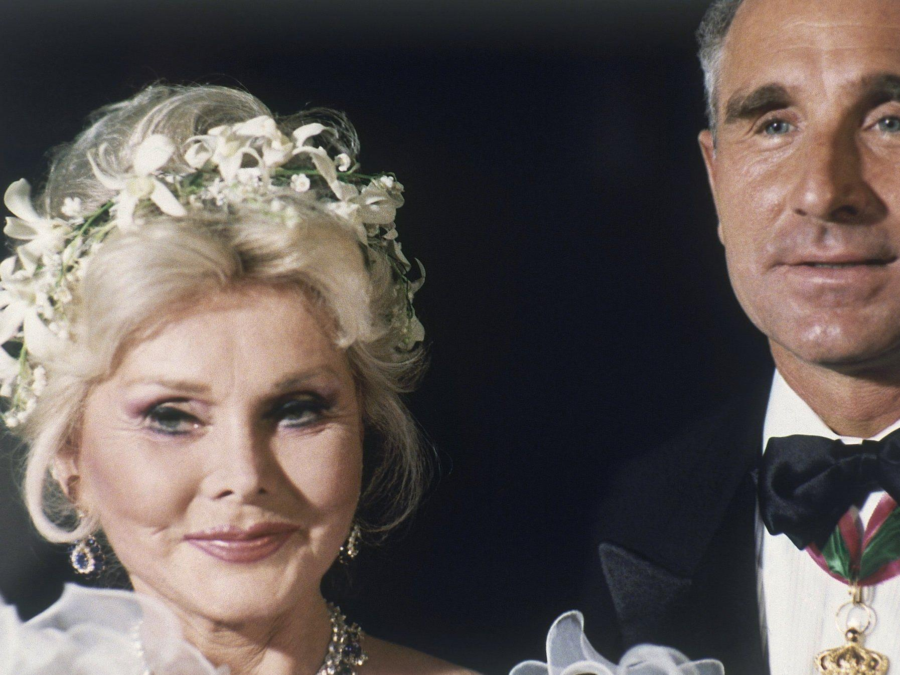 Zsa Zsa Gabor und Frederic Prinz von Anhalt an ihrem Hochzeitstag.