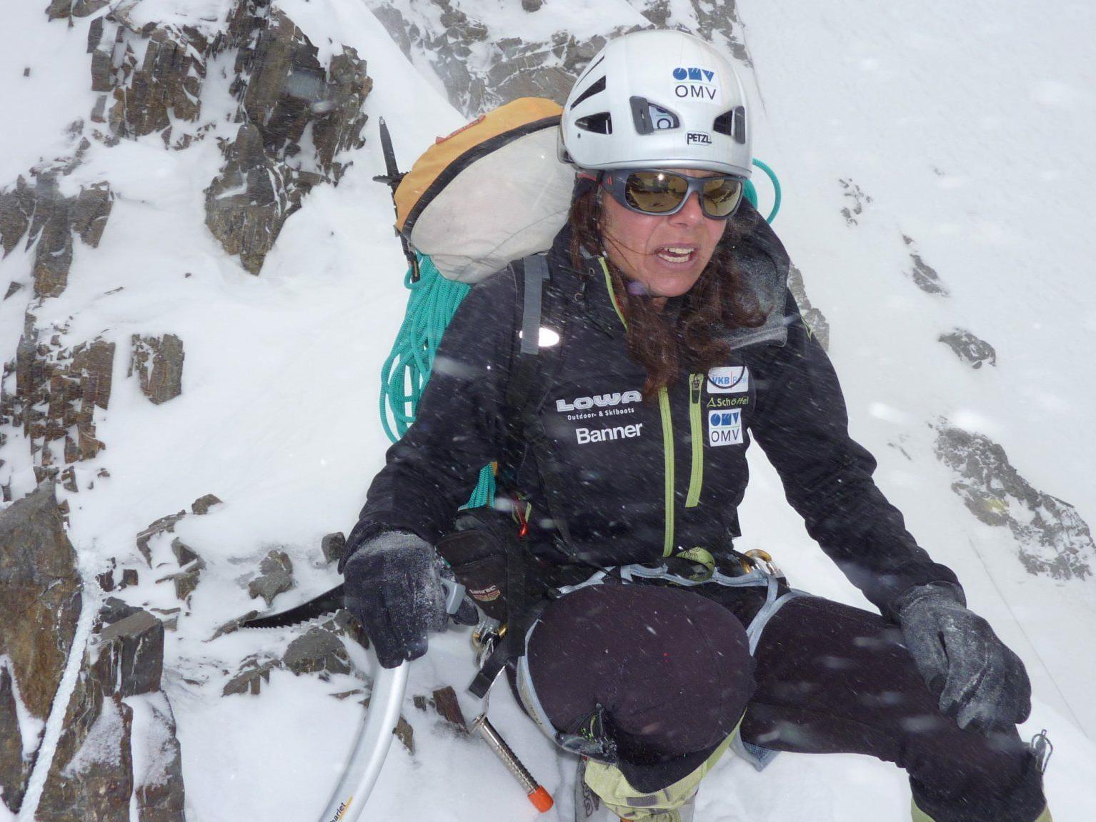 Gerlinde Kaltenbrunner beim Aufstieg auf den K2.