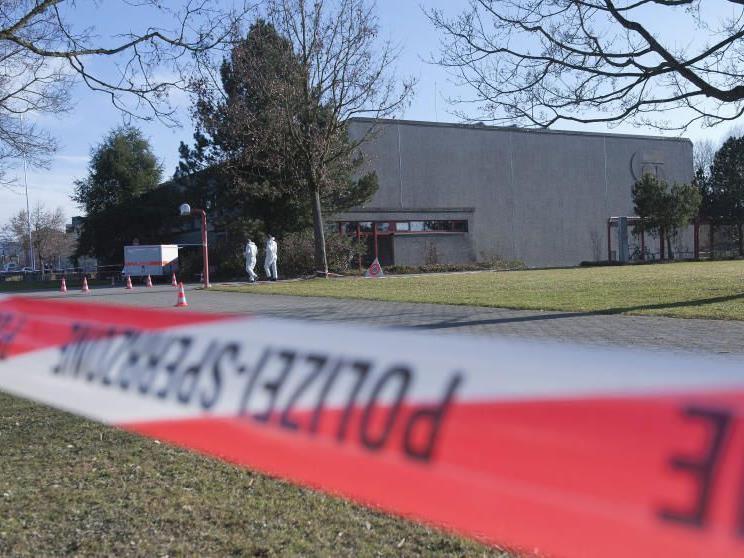 Entdeckt wurde die unbekleidete Leiche der 43-Jährigen in einem Fensterschacht.