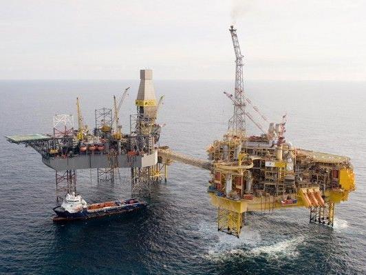 Die Bohrinsel Elgin in der Nordsee. Aus einem Gasleck strömt weiterhin Gas und eine Explosion ist nicht auszuschließen.