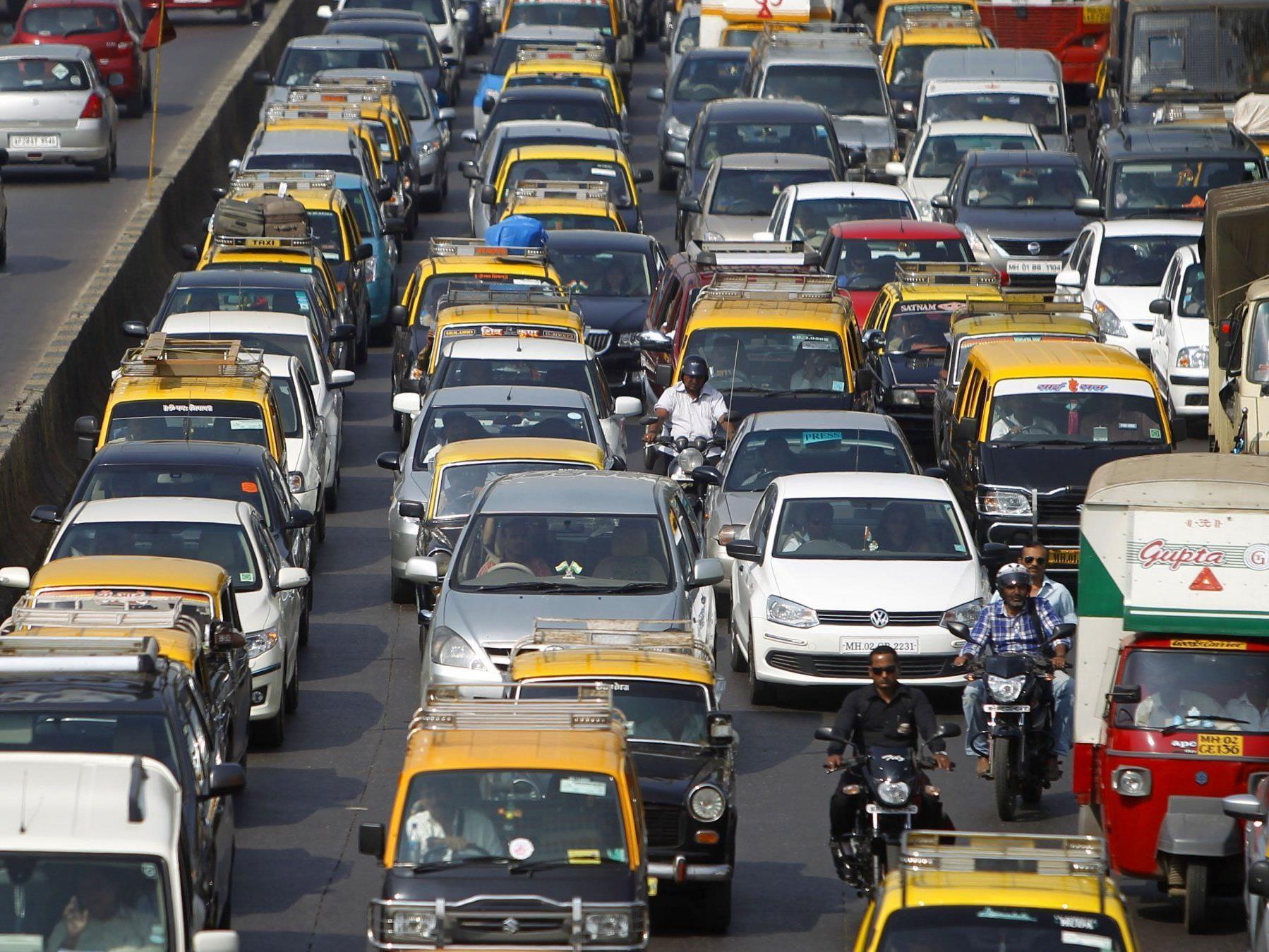 In Mumbai wird im Kampf durch das Verkehrschaos an einem Tag soviel gehupt wie in Deutschland in einem ganzen Jahr.