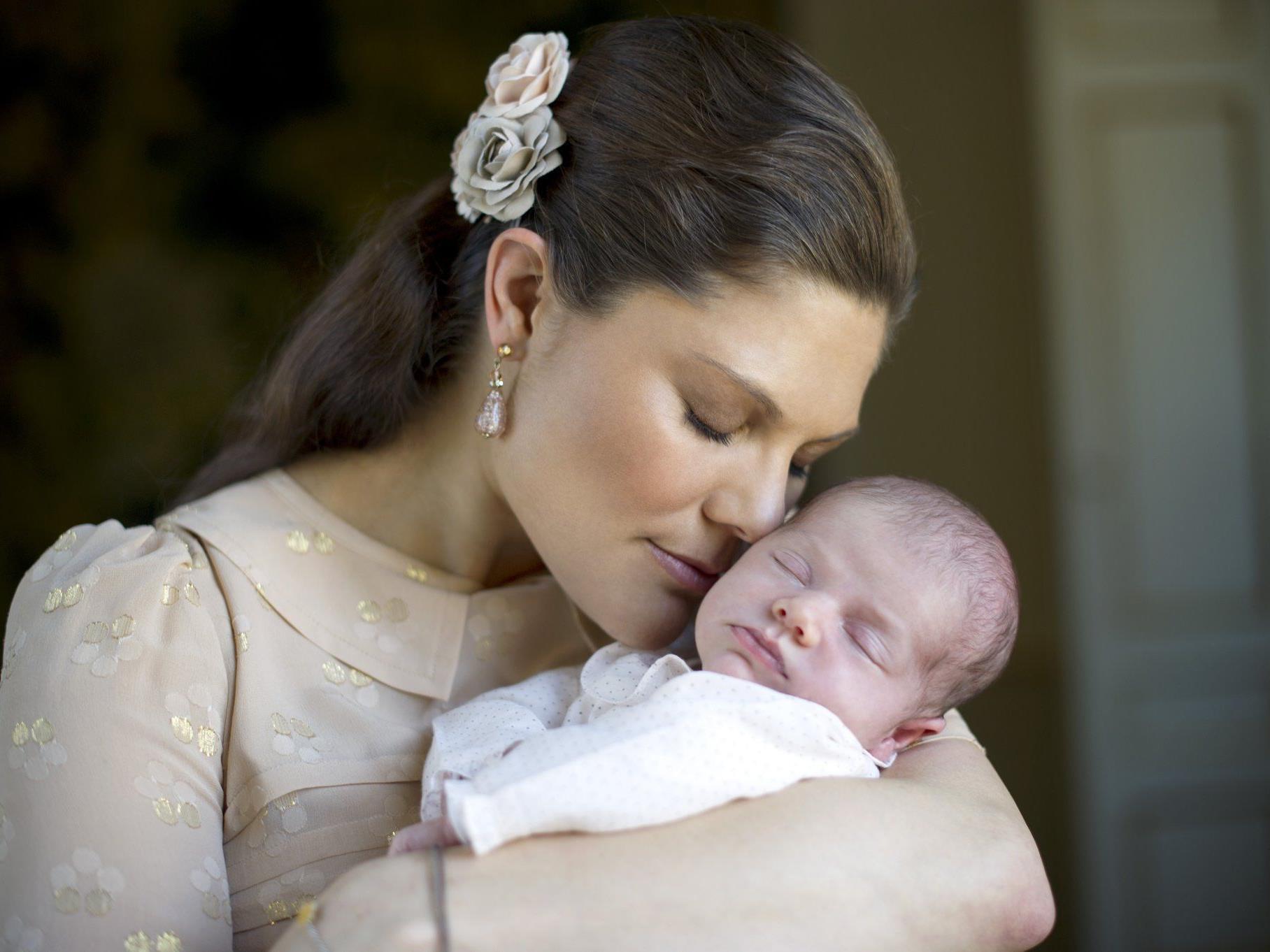 Neue Fotos zeigen Kronprinzessin Victoria und Baby-Prinzessin Estelle.