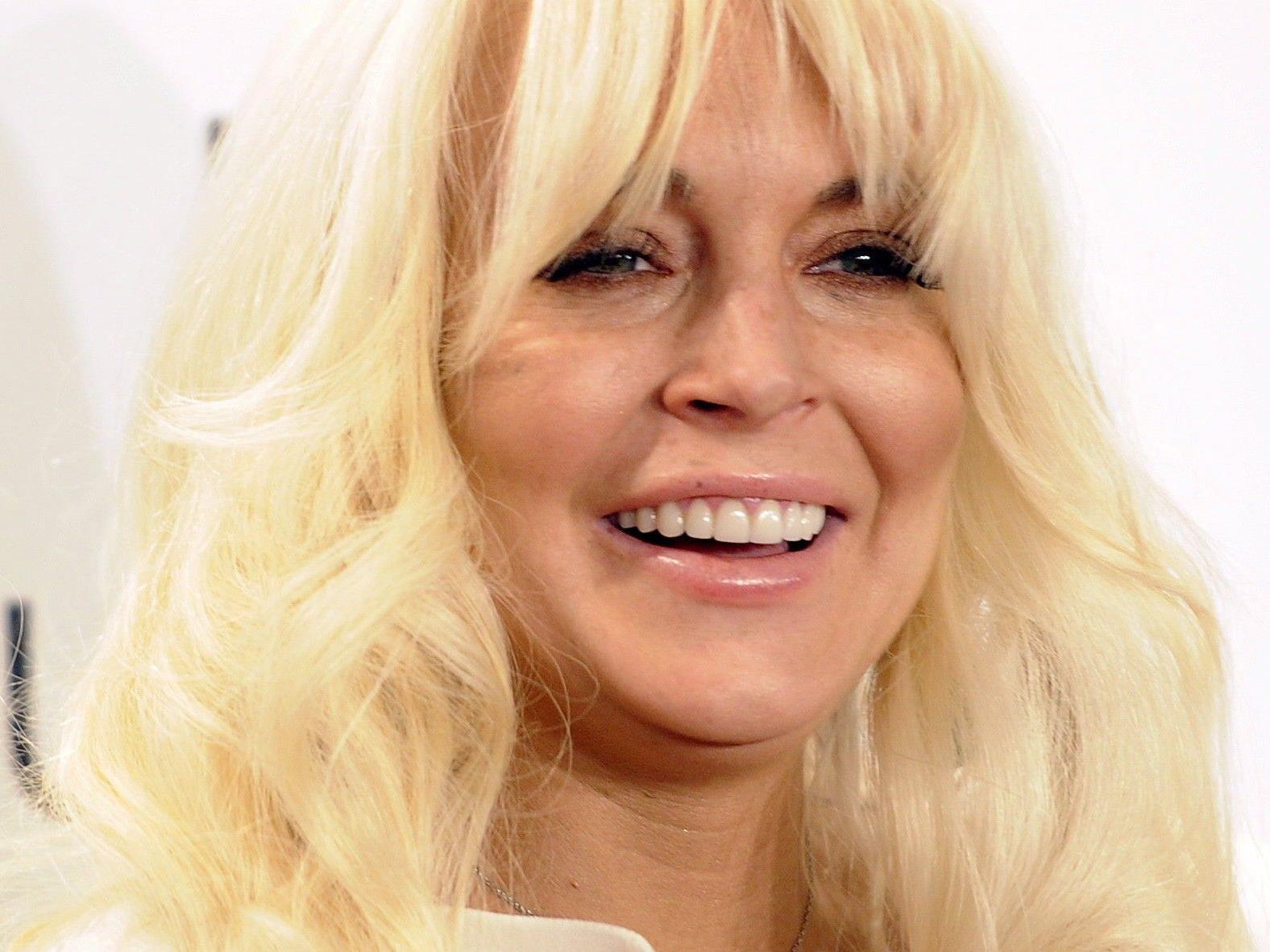 """Lindsay Lohan kann mit Rolle bei """"Glee"""" wieder lachen."""