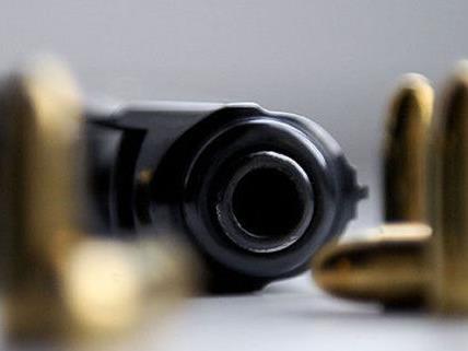Am Schwedenplatz wurde ein junger Mann von einem Unbekannten mit einer Pistole bedroht.