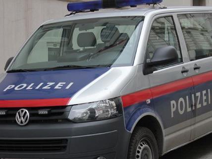 Die Polizei sucht nach den Männern, die in der Nacht auf Samstag eine Frau in Floridsdorf überfallen haben.