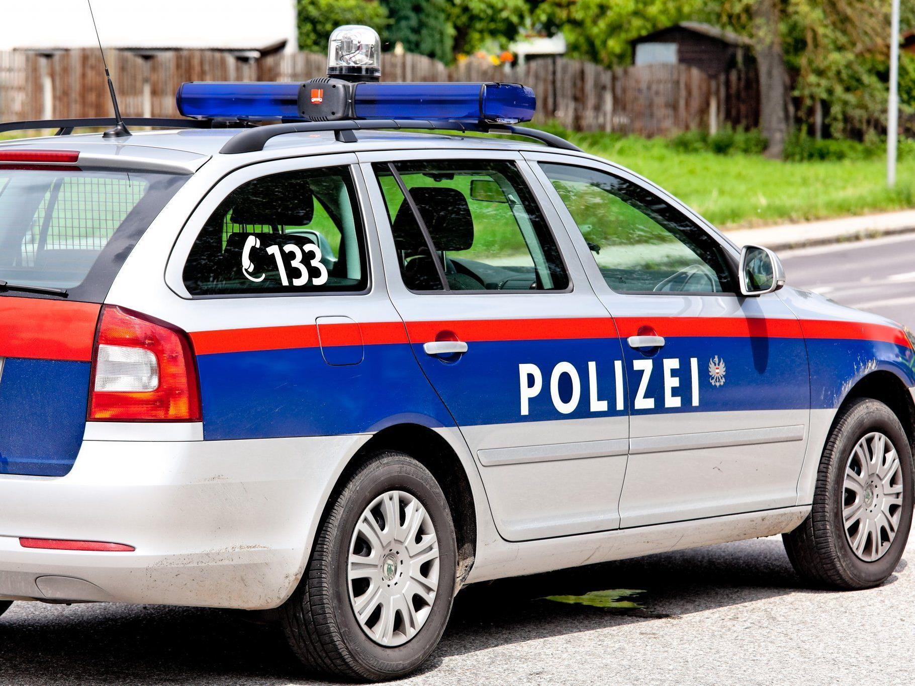 Die Polizei wurde auf die drei Verdächtigen aufmerksam.