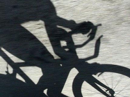 Der genaue Unfallhergang ist noch ungeklärt, der Radfahrer wurde schwer verletzt.
