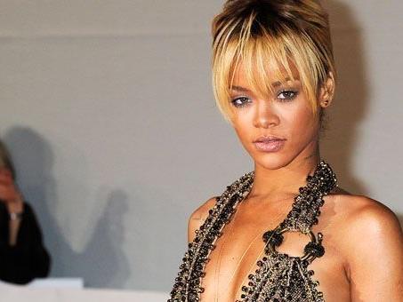 Zwischen Rihanna und Ashton Kutcher soll sich eine Beziehung anbahnen.