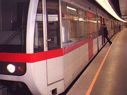 Die Männer attackierten den Obdachlosen in der Station Am Schöpfwerk.