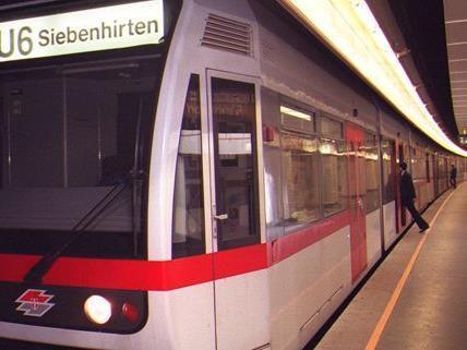 Während des Gehörlosentheaterfestivals werden Stücke in U-Bahn-Stationen aufgeführt.