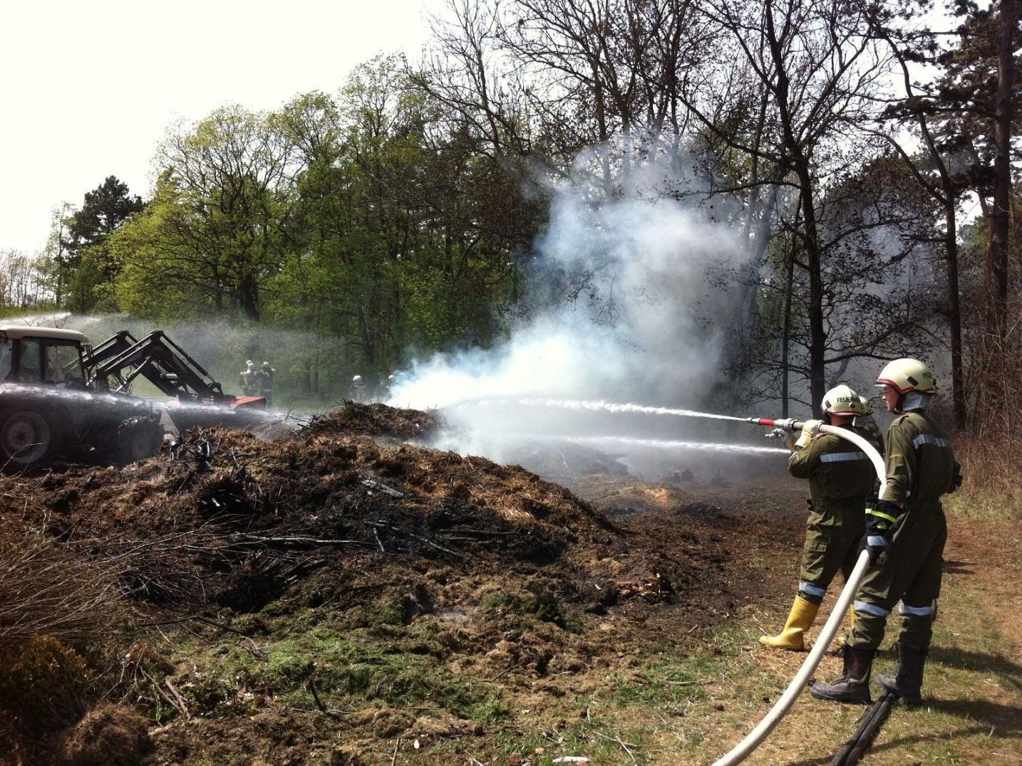 Zehn Feuerwehren mussten Deponiebrand in Grafenwörth löschen